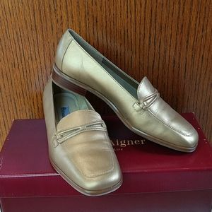 NWT Etienne Signer flats. Size 6